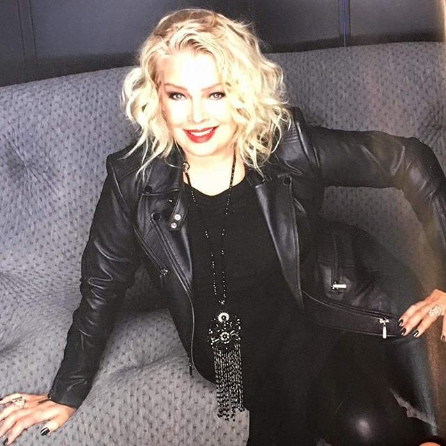 Kim Wilde with lovely soft waves, as posted by @cutabovehair (January ...
