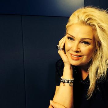 The Kim Wilde Request Show 10am – 2pm Kim will be looking back at this week's Hampton Court Palace Flower Show, and playing out the requests you've been sending in this week. She'll also have Dawn of the Planet of the Apes star Andy Serkis, picking one of his favourite Magic songs.