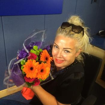 Hi there, Kim Wilde here! Hope you're well? How gorgeous are these? A lovely surprise bouquet from my producer this morning! Who's surprised you recently, and how? x