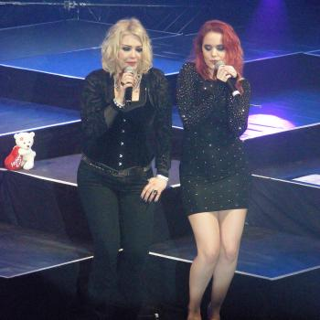 Kim & Scarlett Wilde performing 'About you now' in Hannover (Germany), March 14, 2012