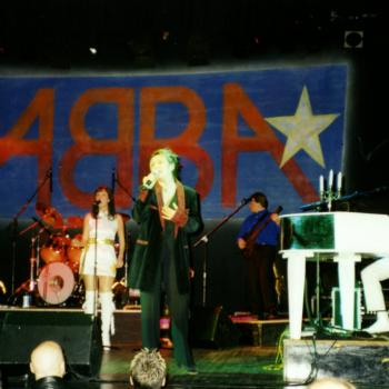 Kim Wilde performing with Fabba in Welwyn Garden City (UK), 13 January 2001