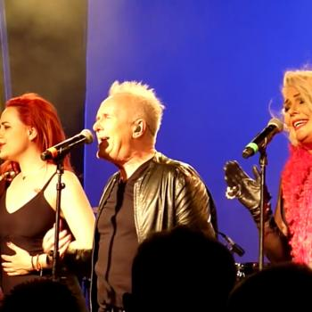 Howard Jones and Kim Wilde performing 'God only knows' in Adelaide on November 12, 2016