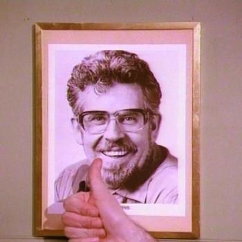 Portrait of Rolf Harris in the music video for 'Rockin' around the Christmas tree'