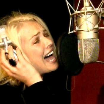 Kim singing 'I fly' in the German TV programme 'Blitz', June 2, 2006