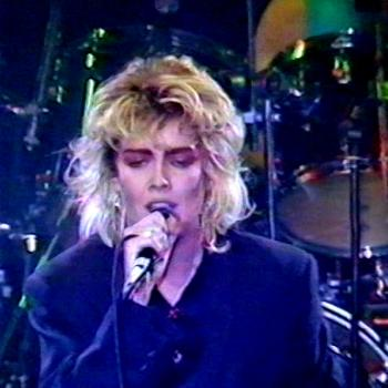 Kim performing 'The thrill of it' at Golddiggers, Chippenham (UK), December 31, 1986