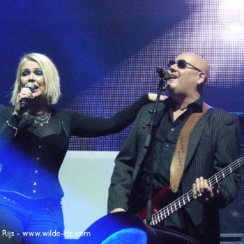 Kim and Ricky performing live at the Ethias Arena in Hasselt (Belgium), 7 November 2009