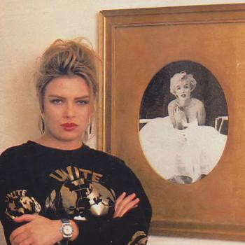 Kim and a portrait of Marilyn Monroe in Kim's London home, 1990.