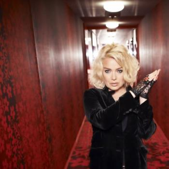 Kim Wilde on the cover of 'Snapshots'