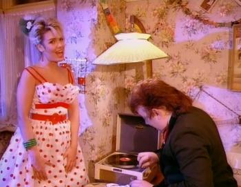 Rockin' around the Christmas tree (music video) | Wilde Life
