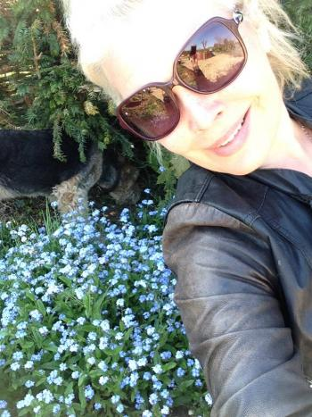 In honour of The RHS Hampton Court Palace Flower Show sponsoring my show, I thought I'd share a pic of me (and Jess the dog!) enjoying the sun in the garden this week with the forget-me-nots!