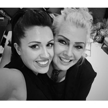 Kim Wilde and @hollypetrie backstage at a corporate show in Stuttgart (April 17, 2016, 10:19am)