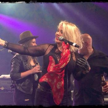 Kim Wilde performing live in Rüdesheim (Germany). Posted by @never2wilde on June 1, 2016
