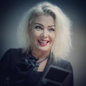 Kim Wilde signing a Polaroid backstage in Leeuwarden, posted by @jacob_van_essen (October 11, 2016)