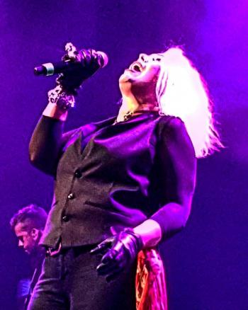 Kim Wilde live in Leeuwarden, posted by @dwfotograaf (October 12, 2016)