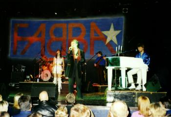 Kim Wilde and Fabba live at Campus West Theatre, Welwyn Garden City (UK), January 13, 2001
