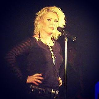 Kim Wilde live, posted by @miroslobo on February 19.
