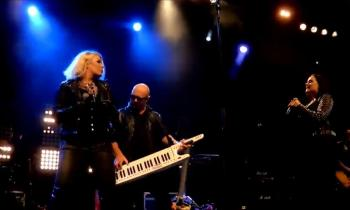 Kim Wilde, Steve Power and Scarlett Wilde performing 'All the things she said' in Oostende (Belgium), November 9, 2017