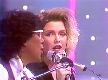 Kim and Laurent Voulzy performing 'Bye Bye Love' in Téléthon, December 3, 1988