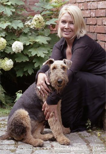 With her own dog Jessica in 2005 (Photo © Katrien Vercaigne)