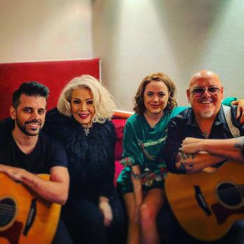 Neil Jones, Kim, Scarlett and Ricky Wilde backstage in Düsseldorf (Germany), December 2019