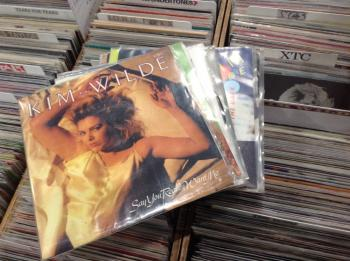 On stand 293, Jacques Ketels from Belgium offers you an almost complete Kim Wilde singles discography. Prices up to 10 euros each.